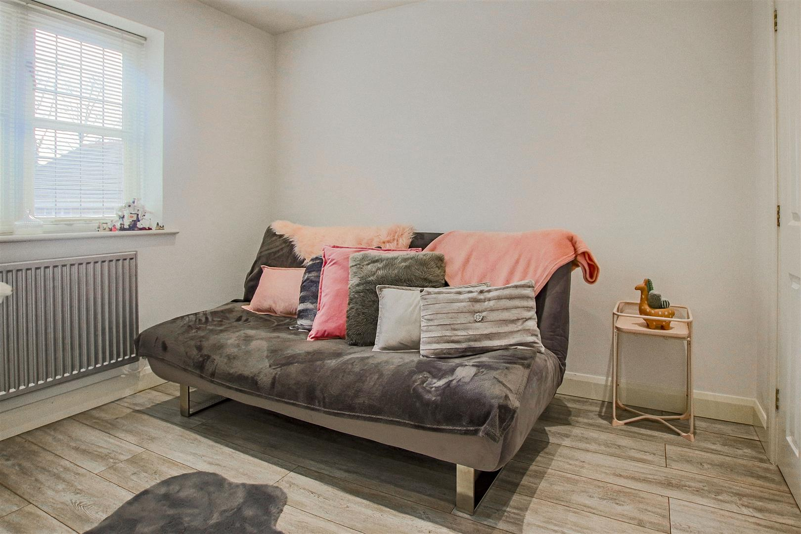 4 Bedroom Detached House For Sale - redwing31772.JPG